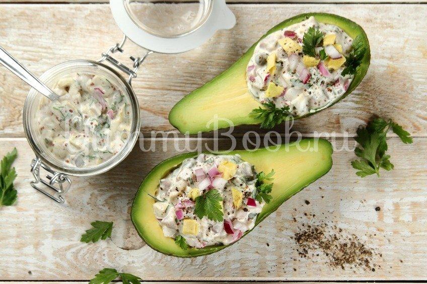 Фаршированный авокадо с сельдью