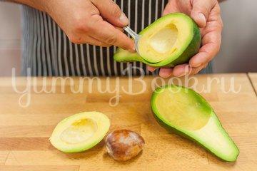 Фаршированный авокадо с сельдью - шаг 3
