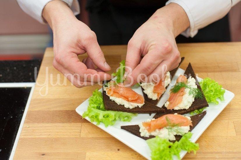 Бутерброды с авокадо и лососем - шаг 4