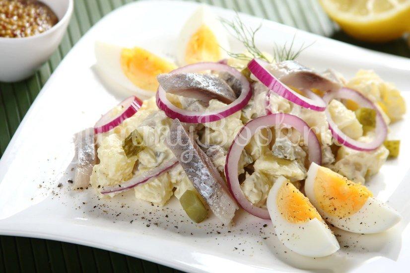 Салат с сельдью и яйцом - шаг 5
