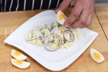 Салат с сельдью и яйцом - шаг 4
