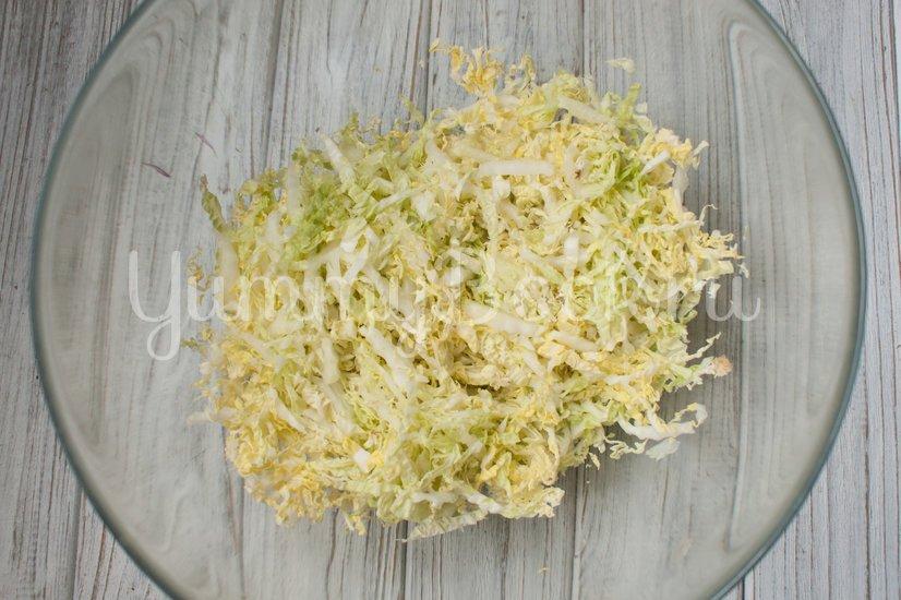 Салат с пекинской капустой, крабовыми палочками и ананасами - шаг 1