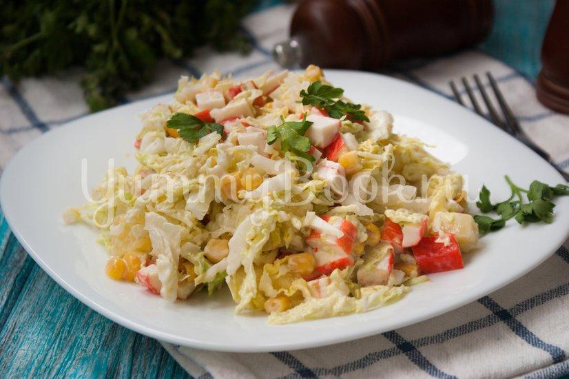 Салат с пекинской капустой, крабовыми палочками и ананасами - шаг 7