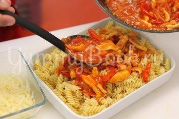 Запеканка из макарон с курицей и сыром - шаг 4