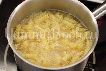 Запеканка из макарон с курицей и сыром - шаг 1