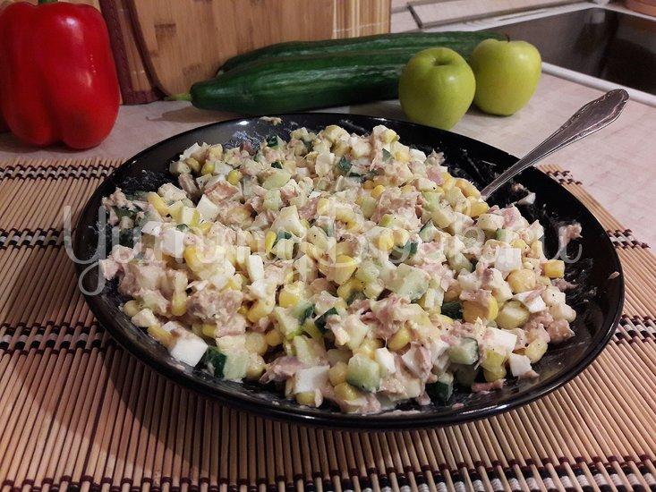 Простой салат с тунцом и яблоком - шаг 3