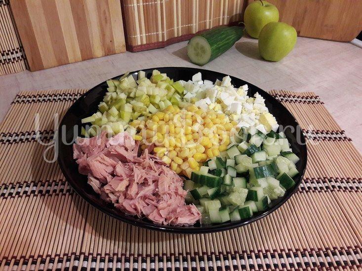 Простой салат с тунцом и яблоком - шаг 2