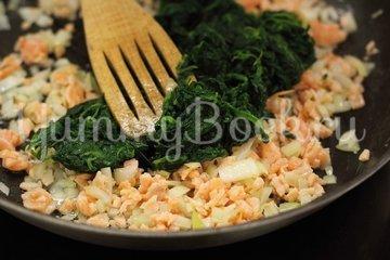 Тарталетки с лососем и шпинатом - шаг 2