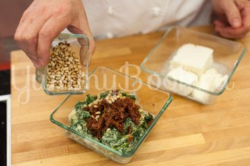 Слойки со шпинатом и сыром Фета - шаг 2