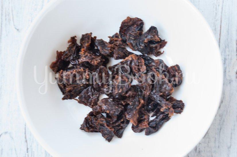 Тушеная свинина с черносливом и грибами в мультиварке - шаг 2