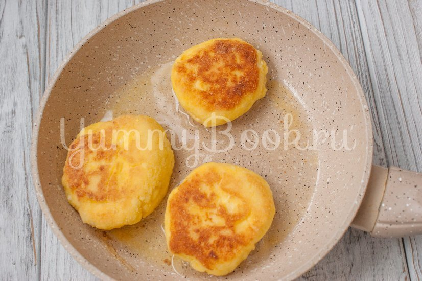 Сырники с кукурузной мукой - шаг 4