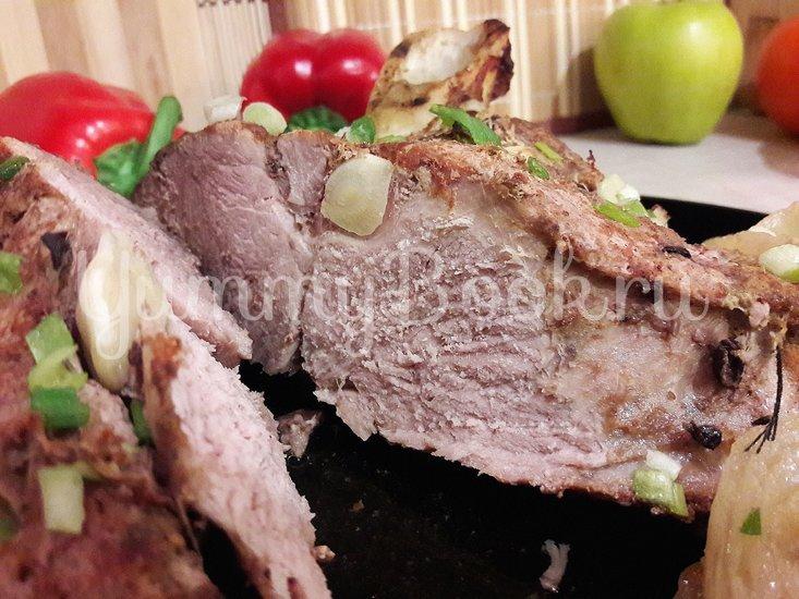 Запечённая свинина, маринованная в пиве с яблоками и овощами - шаг 11