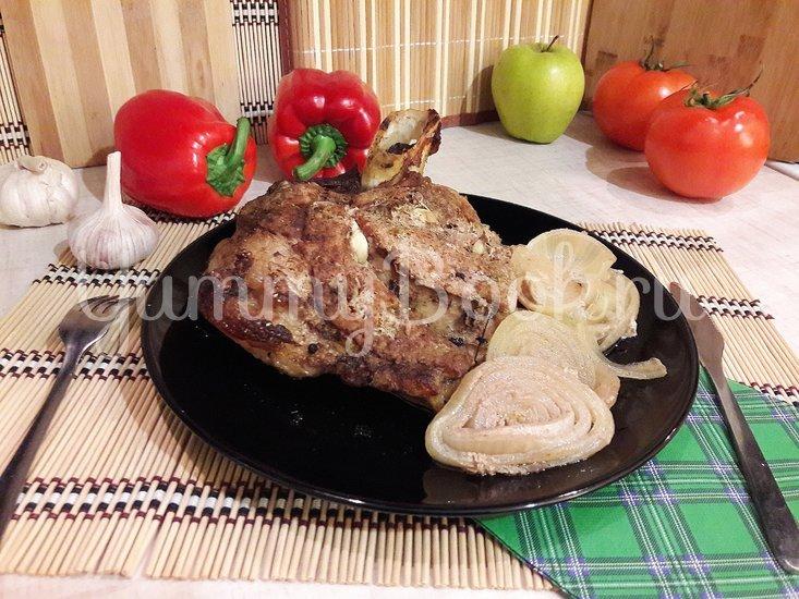Запечённая свинина, маринованная в пиве с яблоками и овощами - шаг 9
