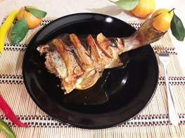 Горбуша, запечённая с розмарином в апельсиново-соевом соусе