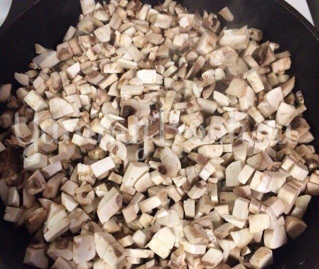 Тарталетки с курицей,  грибами и сыром - шаг 2