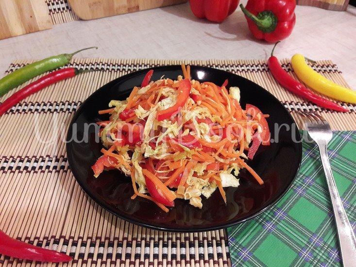 Сочный салат с запечённым куриным филе и овощами - шаг 7