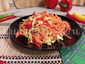 Сочный салат с запечённым куриным филе и овощами - шаг 8