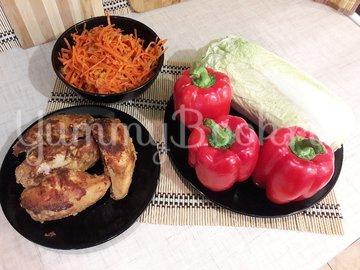 Сочный салат с запечённым куриным филе и овощами - шаг 4
