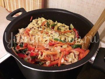 Куриное филе с разноцветными овощами - шаг 9