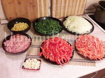 Куриное филе с разноцветными овощами - шаг 2