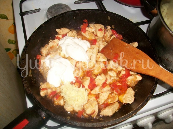 Макароны в сметанном соусе с сыром - шаг 8