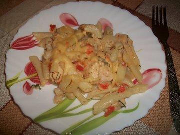 Макароны в сметанном соусе с сыром