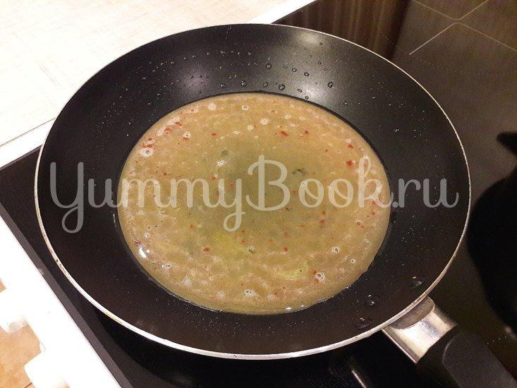 """Лёгкий суп с куриными фрикадельками и яичной """"лапшой"""" - шаг 3"""
