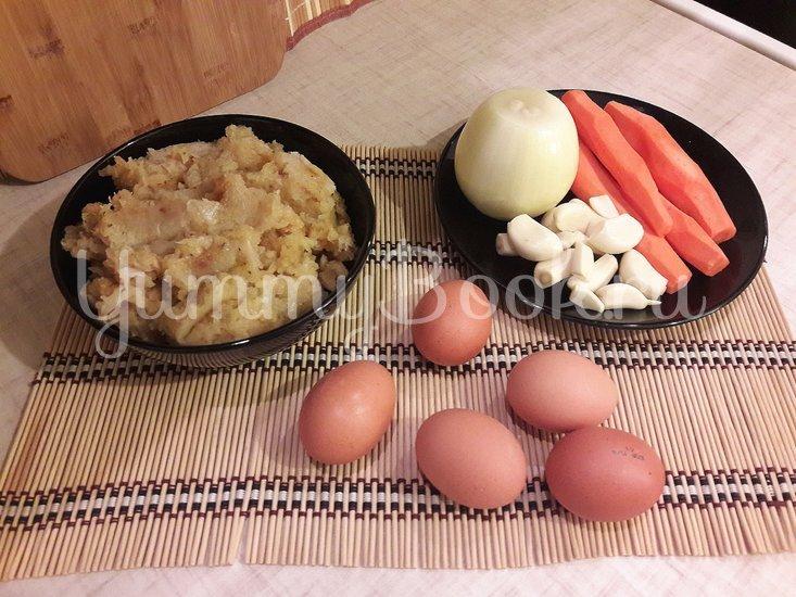 """Лёгкий суп с куриными фрикадельками и яичной """"лапшой"""" - шаг 1"""