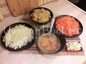 """Лёгкий суп с куриными фрикадельками и яичной """"лапшой"""" - шаг 2"""