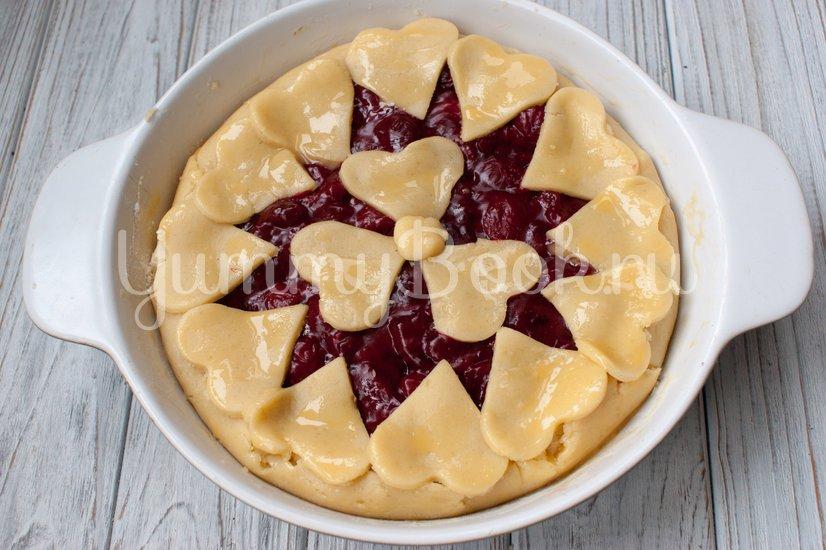 Пирог с вишнёвой начинкой - шаг 7