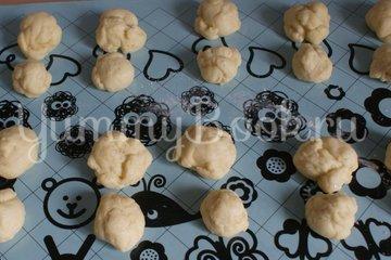 Пасхальные булочки-кролики - шаг 5