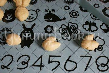 Пасхальные булочки-кролики - шаг 7