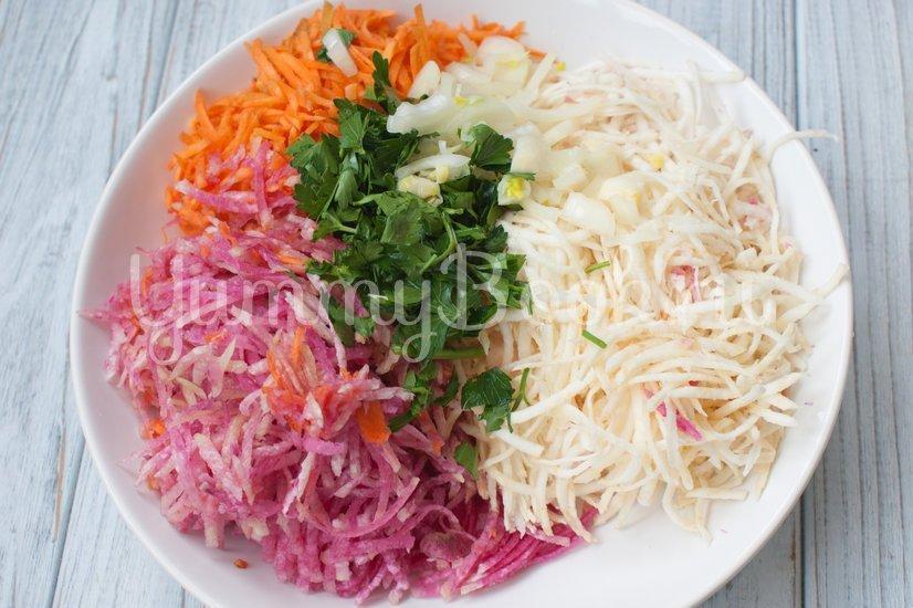 Салат из корня сельдерея и красной редьки - шаг 2