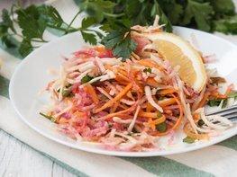 Салат из корня сельдерея и красной редьки