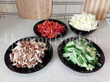Свежий салат с нестандартной цитрусовой заправкой - шаг 9
