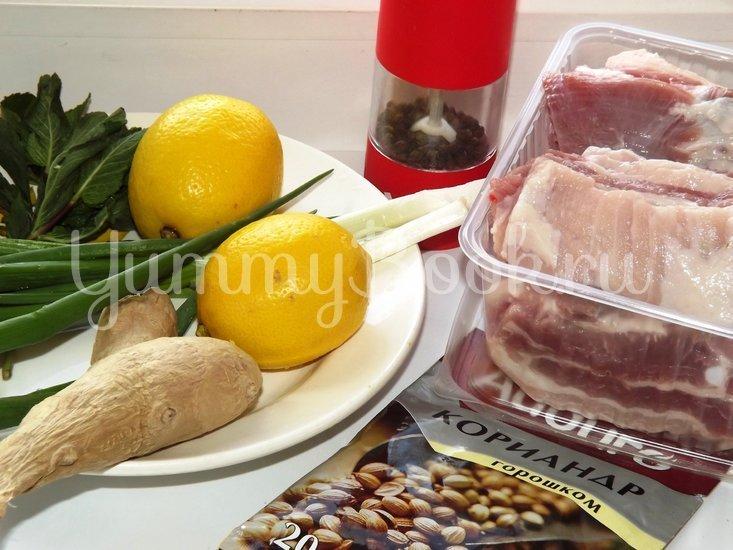 Свиные ребрышки с лимонной цедрой, кориандром и мятой - шаг 1