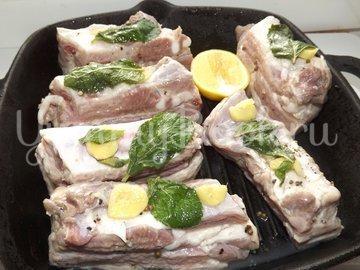 Свиные ребрышки с лимонной цедрой, кориандром и мятой - шаг 6