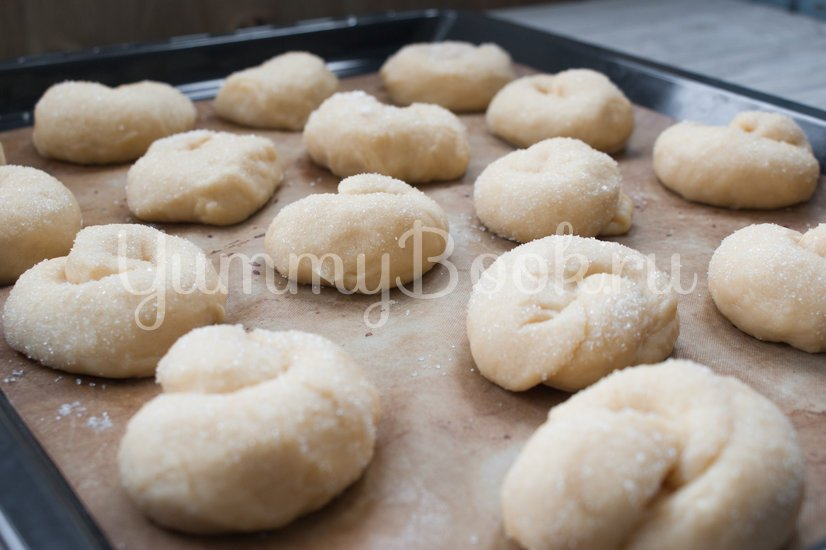 Сахарные  булочки на кефире - шаг 9