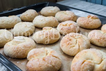 Сахарные  булочки на кефире - шаг 10