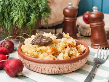 Рис с лесными грибами в мультиварке