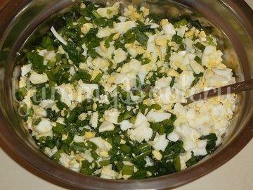 Заливной пирог с луком и яйцами в мультиварке - шаг 1