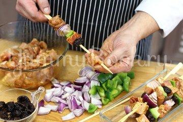 Шашлык из курицы с беконом - шаг 2