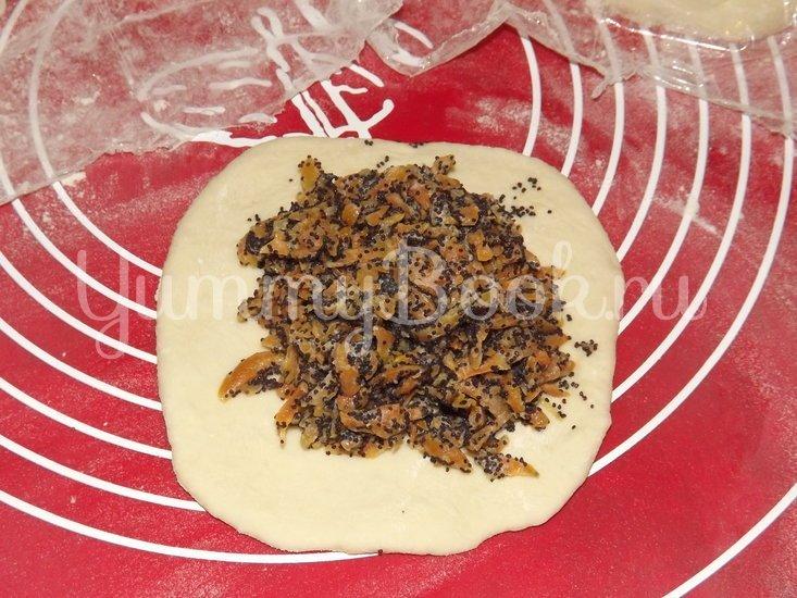 Печеные пирожки с морковью и маком - шаг 7