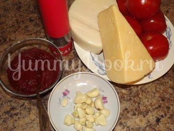 Пицца с помидорами на тесте для итальянской пиццы - шаг 1