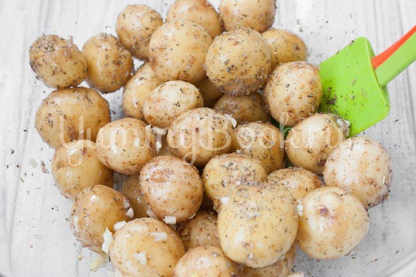 Молодой картофель в духовке - шаг 2