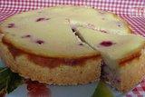 Песочный пирог с малиной в сметанной заливке