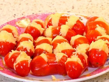 Помидоры-полосатики: закуска с сыром и чесноком