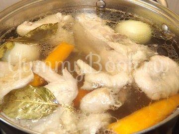 Куриный бульон с омлетом и зеленью - шаг 1