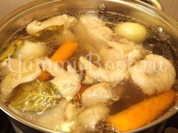 Куриный бульон с омлетом и зеленью - шаг 2