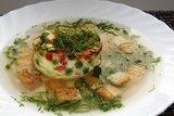 Куриный бульон с омлетом и зеленью
